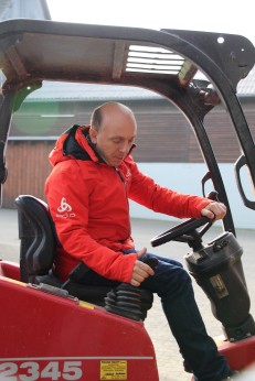Berhard Hoëcker auf Traktor